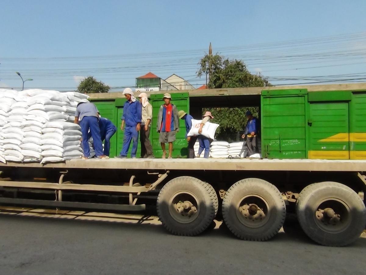 Vận chuyển hàng đi Lào ở đâu uy tín